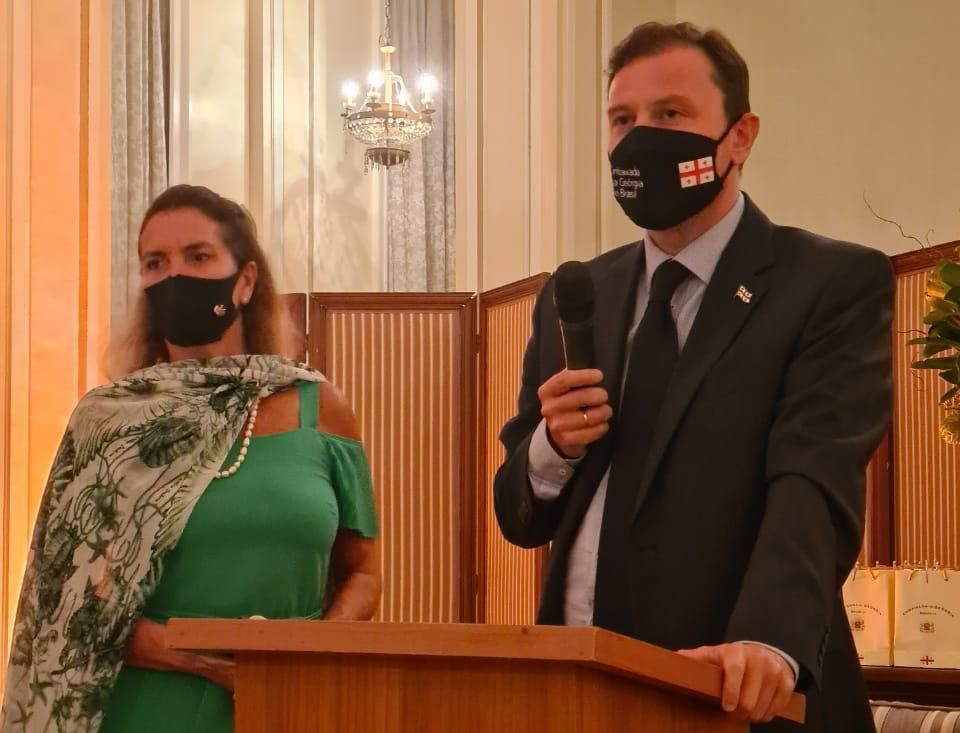 Embaixador David Solomonia e Carmen Ruette