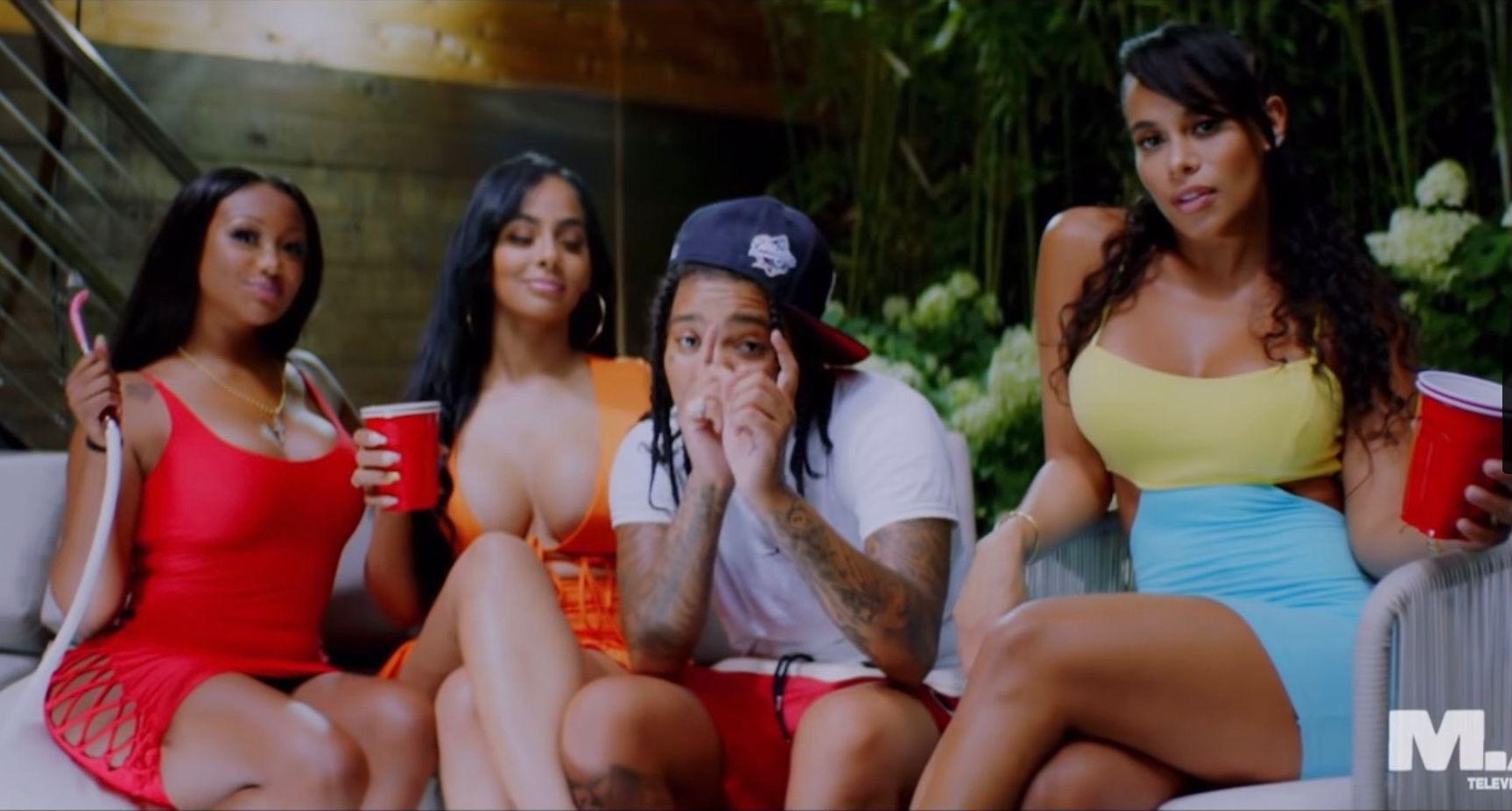 Lina Mercedes Zuniga na gravação do videoclipe do rapper Young M.A